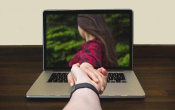 Hubungan Jarak Jauh dengan Pasangan